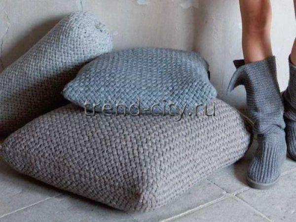 Диванные подушки спицами