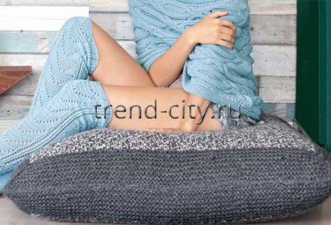 Квадратная напольная подушка спицами
