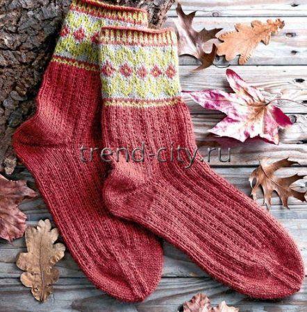Мужские носки спицами с жаккардовым рисунком