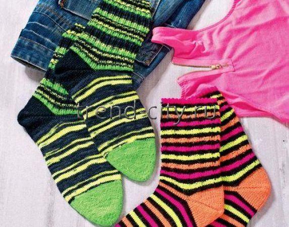 Мужские носки спицами в полоску
