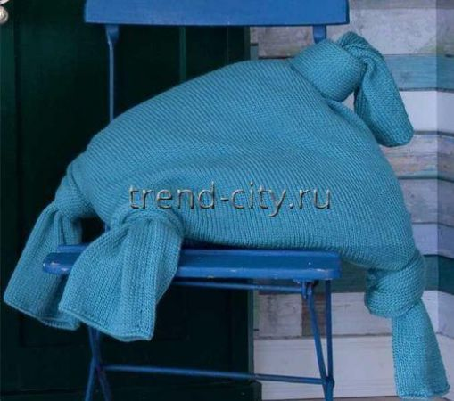 Подушка спицами с завязками