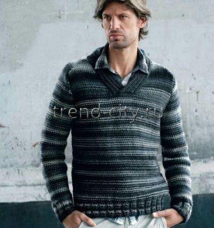 Пуловер спицами, связанный изнаночной гладью