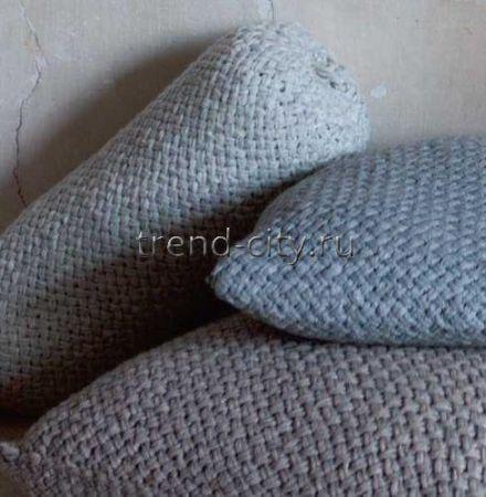 Валик спицами с плетеным узором