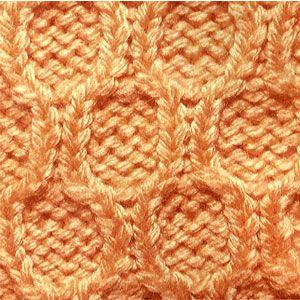 Рельефный узор спицами соты по изнаночной глади