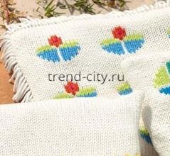 Подушка спицами с цветочным орнаментом
