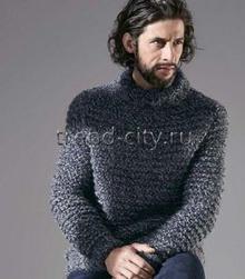 Мужской свитер спицами с воротником гольф